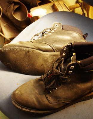 神奈川県 K様 エンジニア系ブーツ 履き口スポンジ表皮張り替え オールソール修理 Vibram#700 滑り革サムネイル
