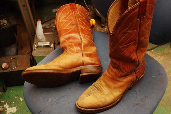 倉敷市 K様 ウェスタン系ブーツ オールソール修理 Vibram#700にてサムネイル
