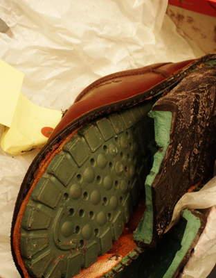青森県 K様 Clarks クラークス ワラビー オールソール修理 加水分解 出し縫い サムネイル