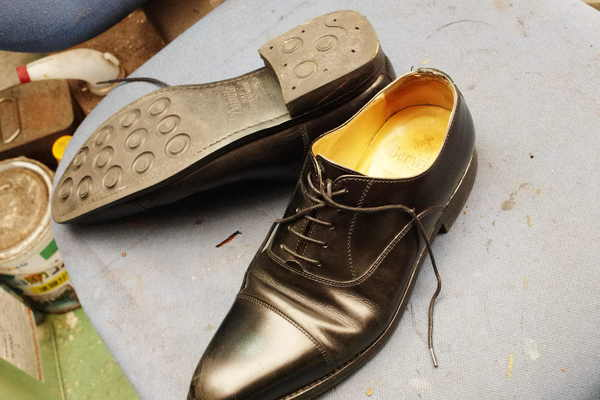 鳥取県 Y様 Berwick ビュイック 紳士革靴 かかとトップリフトゴム交換 ダイナイトサムネイル