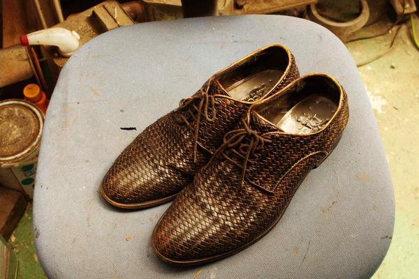 倉敷市 M様 紳士メッシュ革靴 染め直し エアスプレーガンサムネイル
