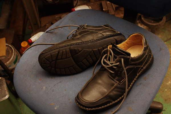 神奈川県 I様 hashpuppies ハッシュパピー カジュアル紳士靴 オールソール修理 加水分解 出し縫い ラフレンボール Vibram#2668サムネイル